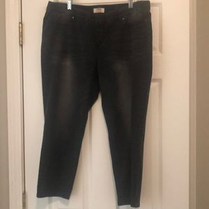 lei Pants - l.e.i. Capri jeggings - Size 17